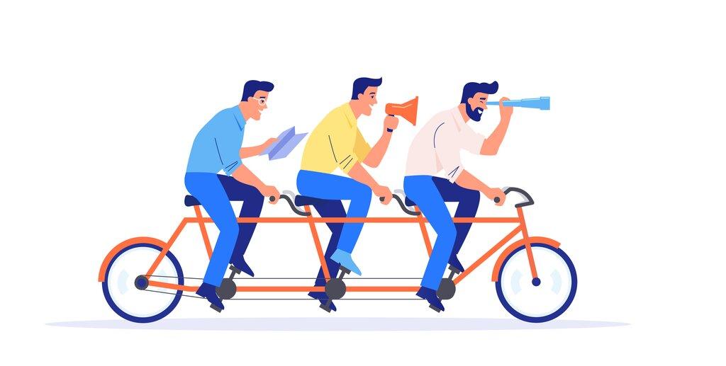 Na rowerze, zczołgiem zkartonu