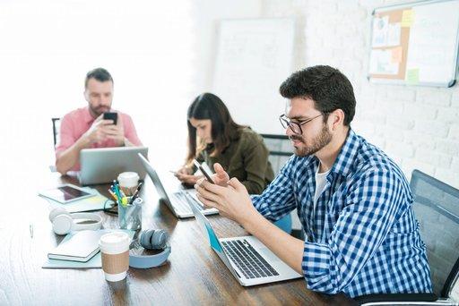 Jak sprawić, by technologia nie rozpraszała uwagi pracowników