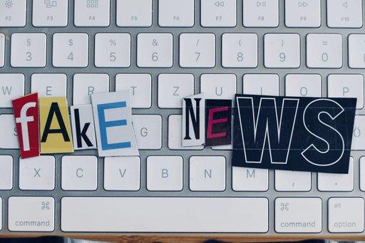 Czy polityczne fake newsy to dobry biznes?